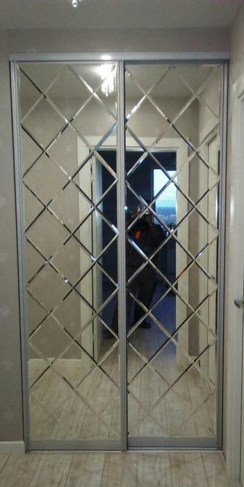 Встроенные шкафы-купе-Шкаф-купе с зеркалом «Модель 32»-фото1