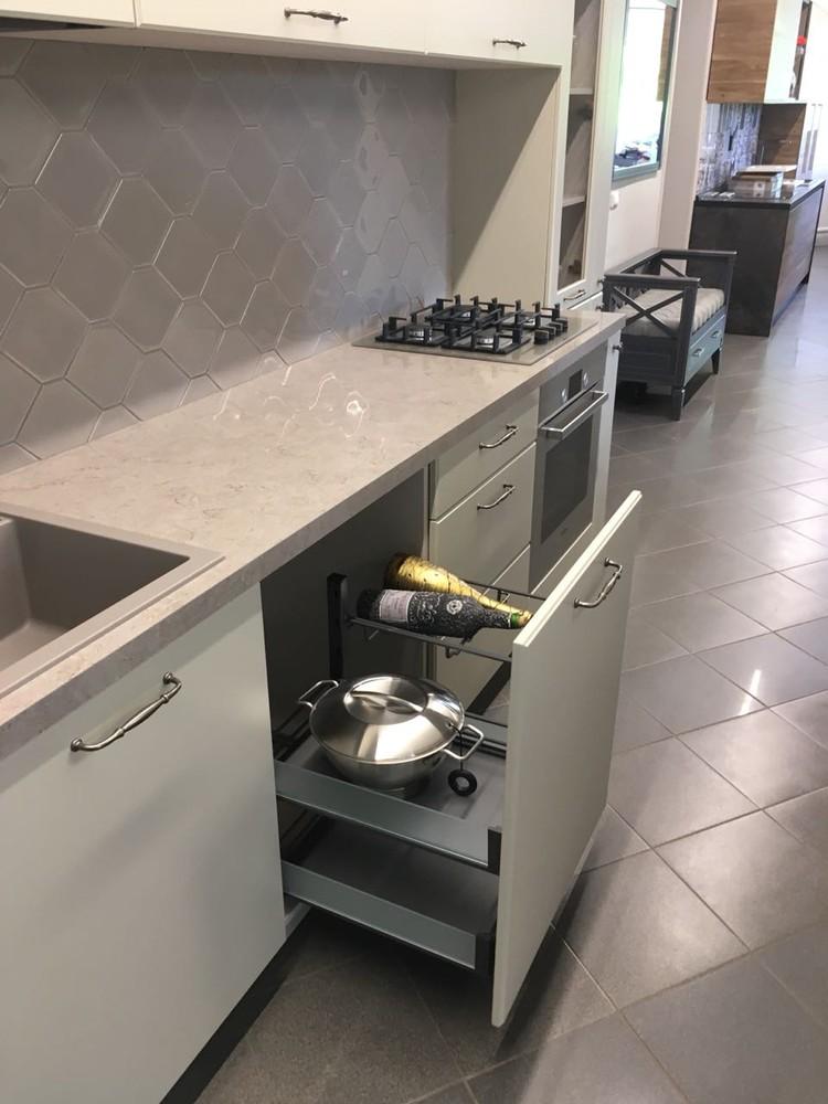 Белый кухонный гарнитур-Кухня МДФ в эмали «Модель 71»-фото2