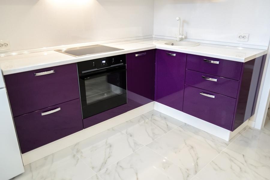 Белый кухонный гарнитур-Кухня из пластика «Модель 142»-фото1
