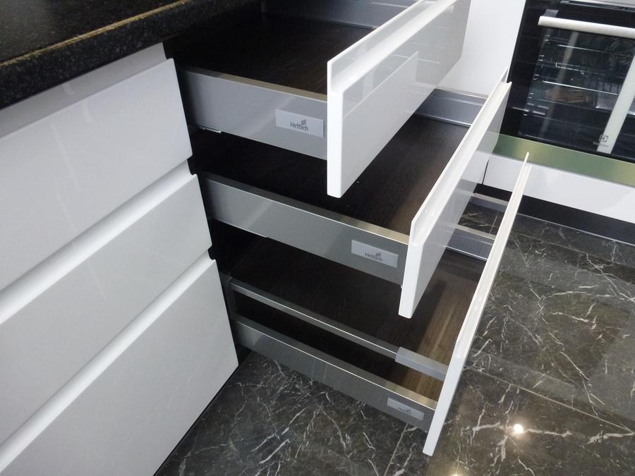 Белый кухонный гарнитур-Кухня МДФ в эмали «Модель 430»-фото3